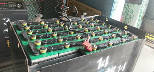 【干货】电动叉车锂电池怎么存放?