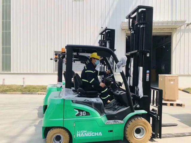 货物托盘在仓库和叉车货架配合使用,需要注意什么?